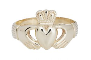 Mens Claddagh ring 9K yellow gold
